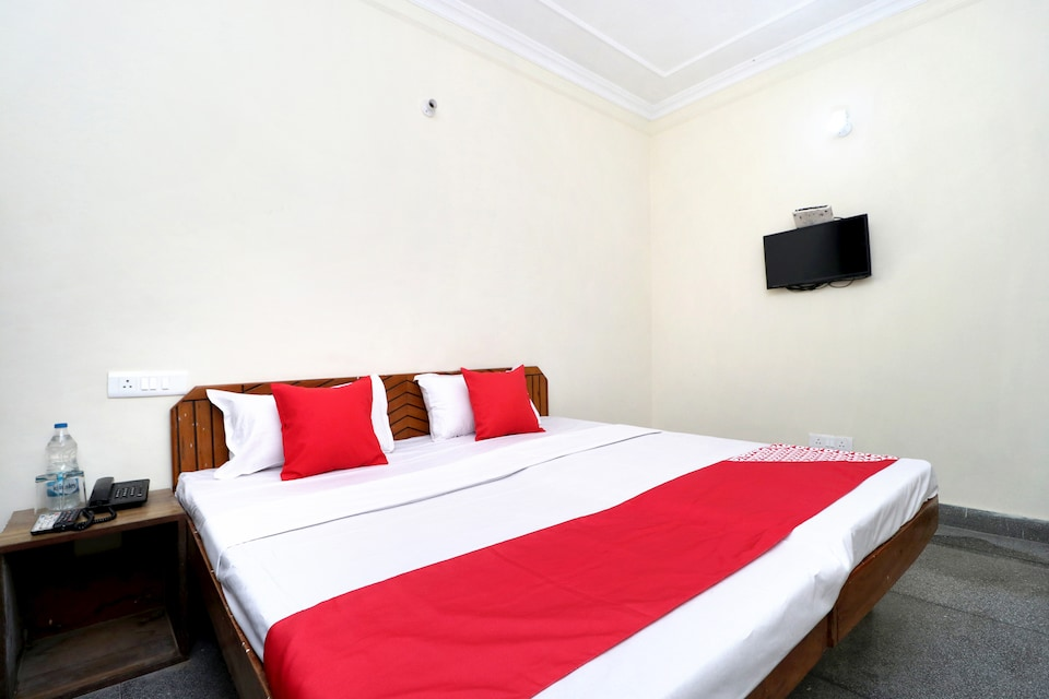 OYO 29193 Amrit Guest House