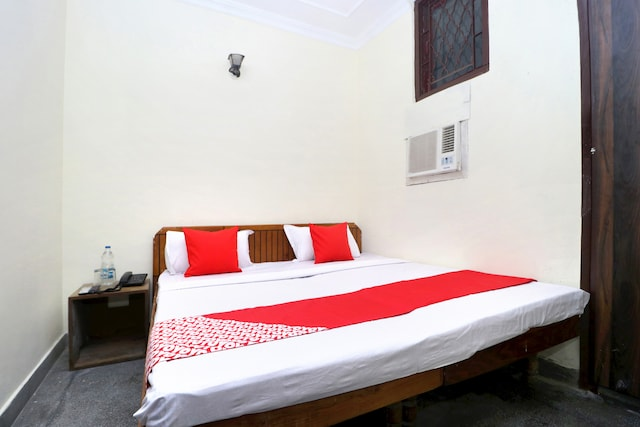 OYO 29193 Amrit Guest House Saver