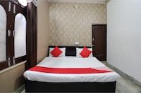 OYO 29237 Hotel Rajveer