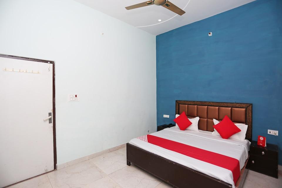 OYO 29517 Hotel Barsana Palace