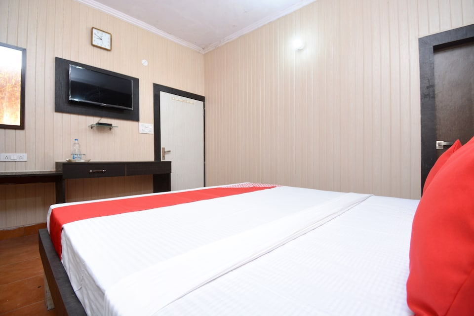 OYO 29571 Paras Guest House