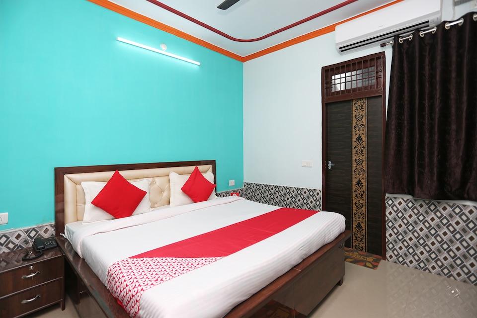 OYO 29583 Radhika Kunj Guest House