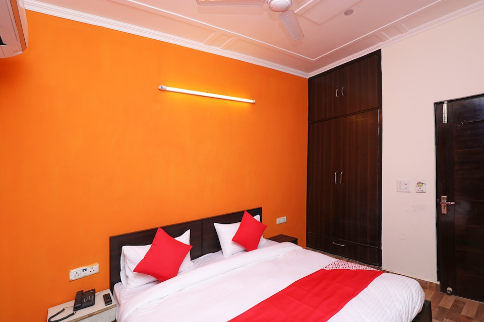 OYO 29593 Radiance Guest House