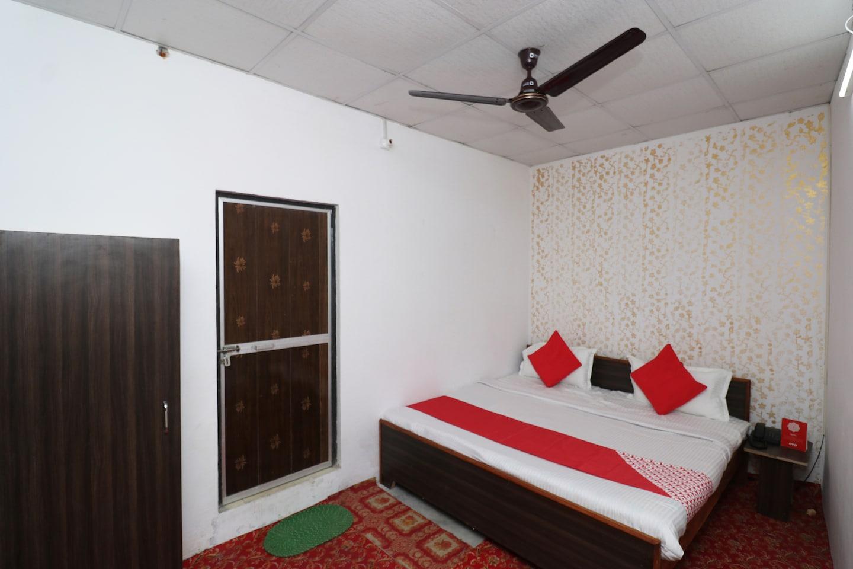 OYO 29603 Dwevedi Palace -1