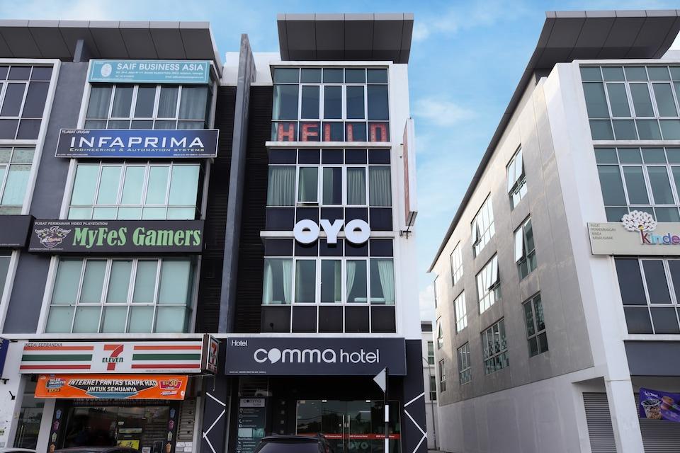 OYO 758 Comma Hotel