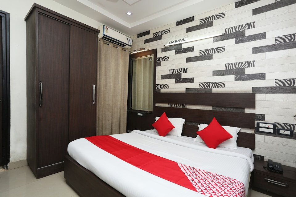 OYO 29690 Hotel Galaxy