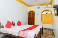 OYO 29697 Glory Lazfina Guest House