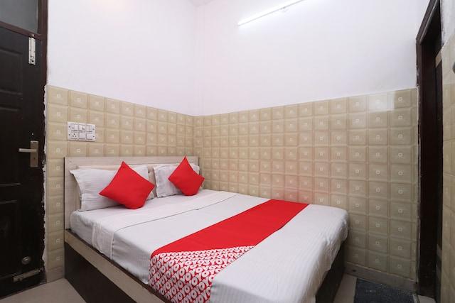 OYO 29711 Hotel Neelkanth