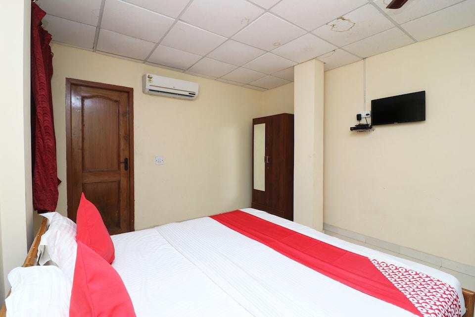 OYO 29753 Raunak Guest House