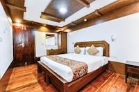 OYO 29757 Amare Deluxe Houseboat Deluxe