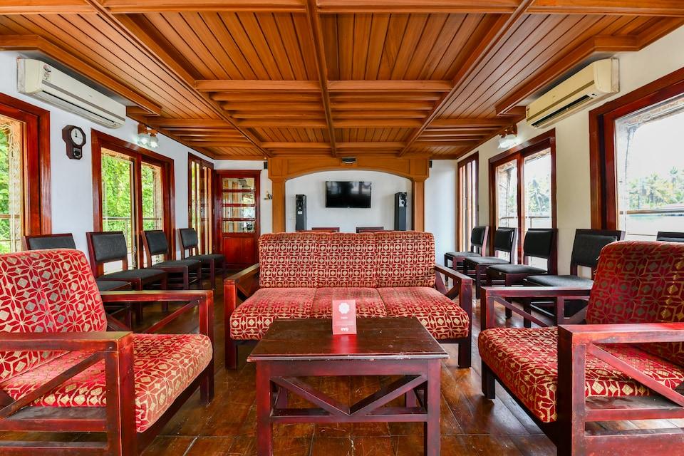 OYO 29758 Amare Houseboat