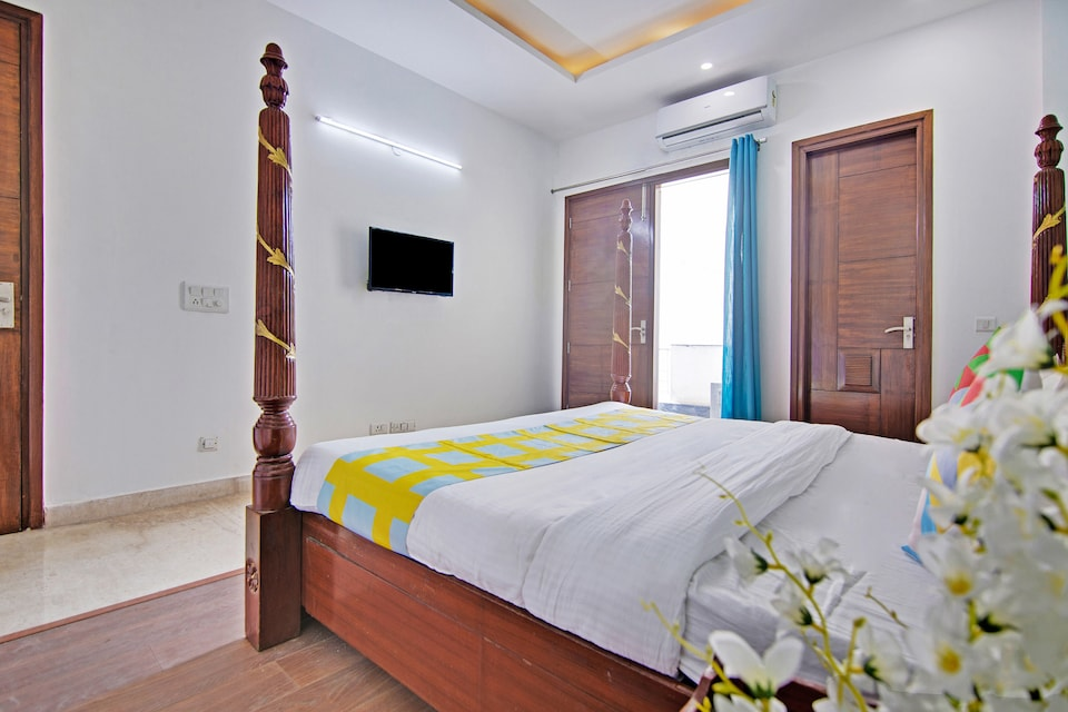 OYO Home 29847 Luxurious Rooms Sushant Lok