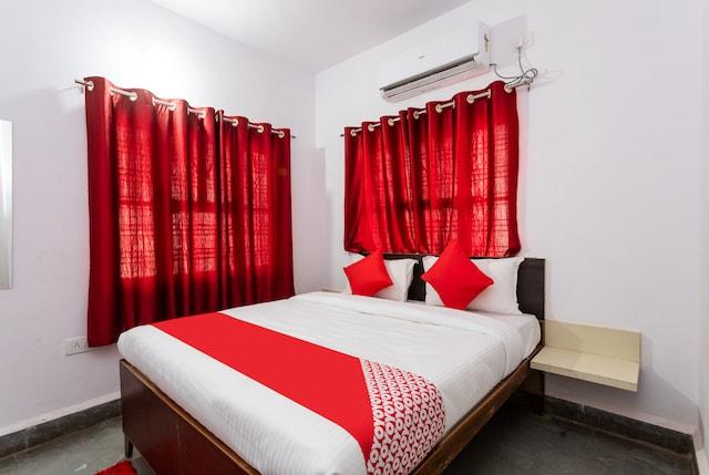 OYO 29881 Hotel Gajanan