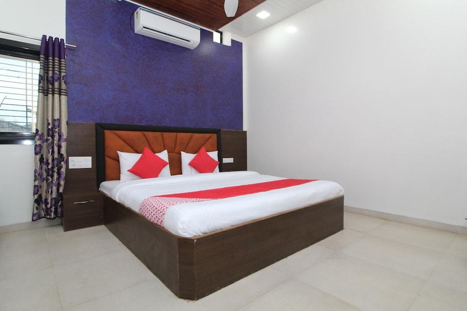 OYO 29883 Hotel Vedant