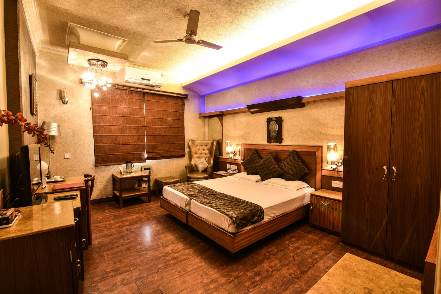 OYO Rooms 402 Chitaranjan Park Room-1