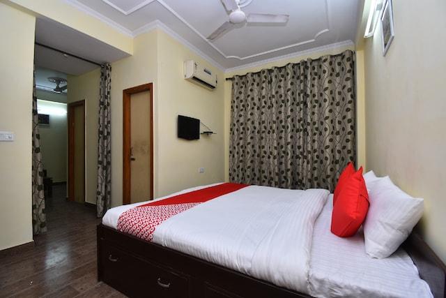OYO 29907 Hotel Iqra Inn