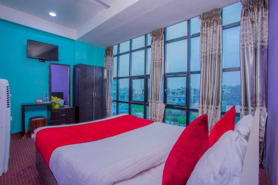 OYO 328 Premier Hotel Lounge And Restaurant