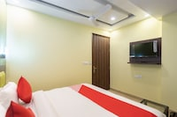 OYO 29932 Hotel R S Plaza