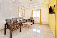 OYO 29985 Vibrant 1BHK Near IG Square