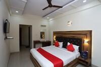 OYO 30068 Hotel Kesar Palace