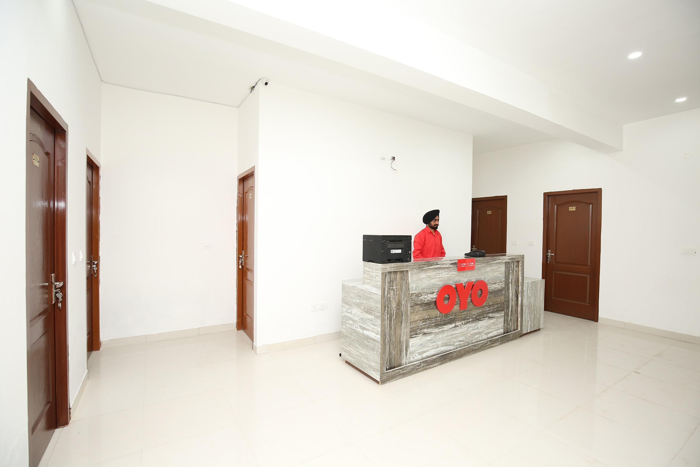 OYO 30087 Hotel 39