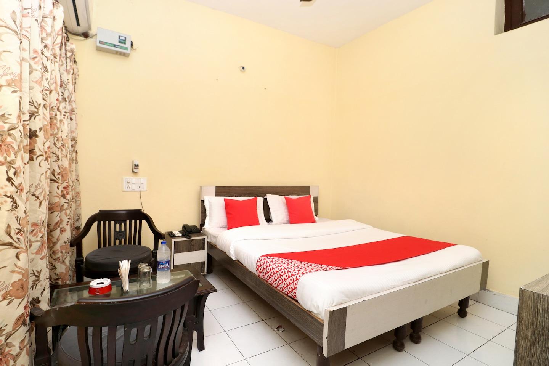 OYO 30127 Hotel Sabina International -1