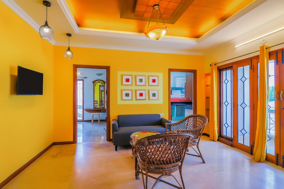 OYO 30154 Vibrant 1bhk Near Ig Square