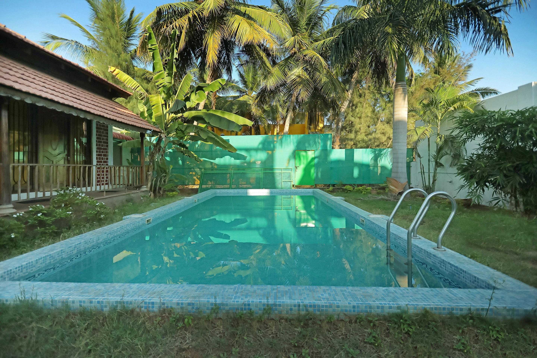 OYO Home 30172 Cozy Pool View Studio