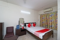 OYO 30177 Royal Calcutta Guest House Deluxe