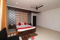 Capital O 30234 Hotel Shri Sai Amrit Deluxe