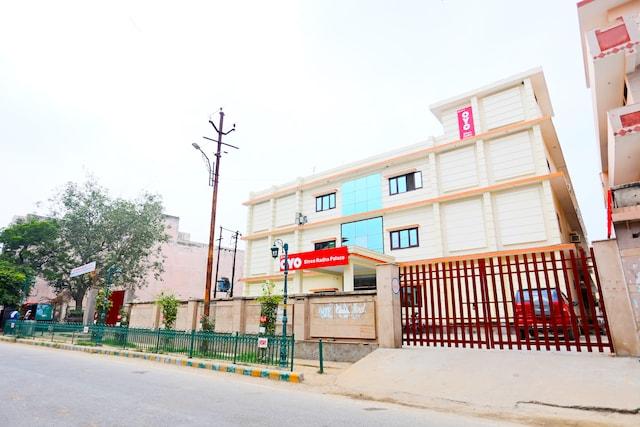 OYO 30240 Shri Radha Palace