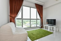 OYO Home 783 Lavish 1BR Regalia Suites