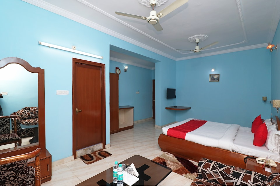 OYO 30338 Hotel Athithya