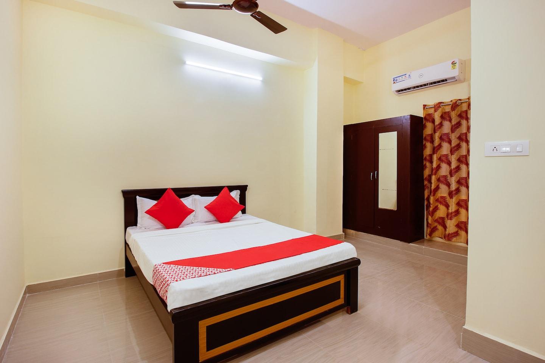 OYO 30396 Hotel Shri Chaitra -1