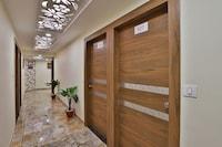 OYO 30468 Hotel Rr Suite