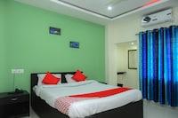 OYO 30521 Hotel Padma Plaza