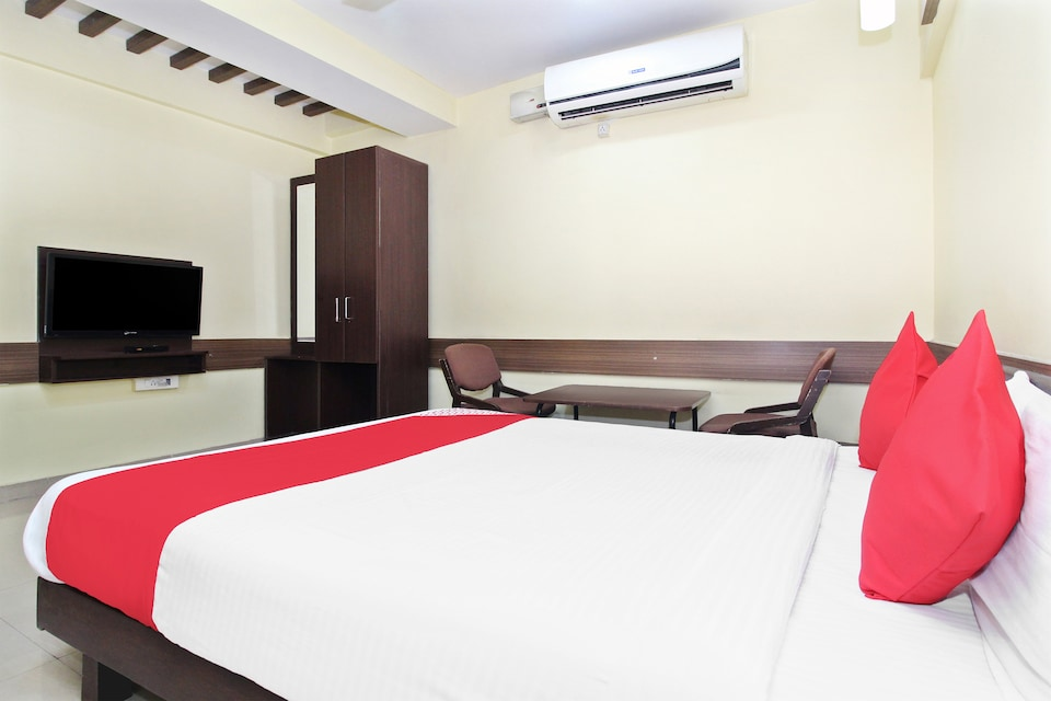 OYO 30537 Hotel Megharaj