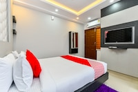 OYO 30549 Dreams Hotel