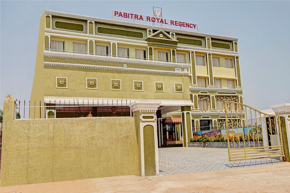 Capital O 30565 Pabitra Royal Regency