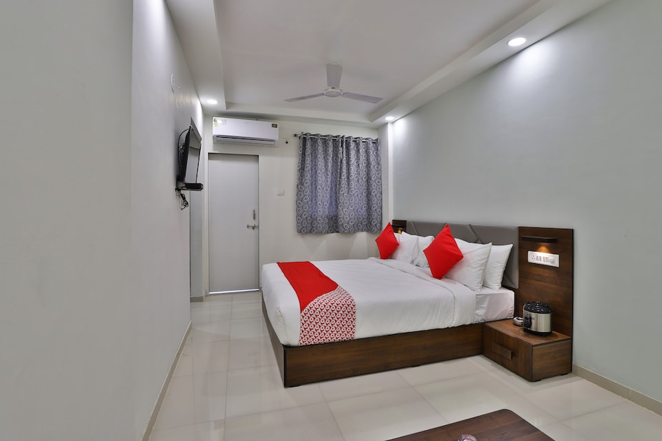 OYO 30641 crystal service apartments