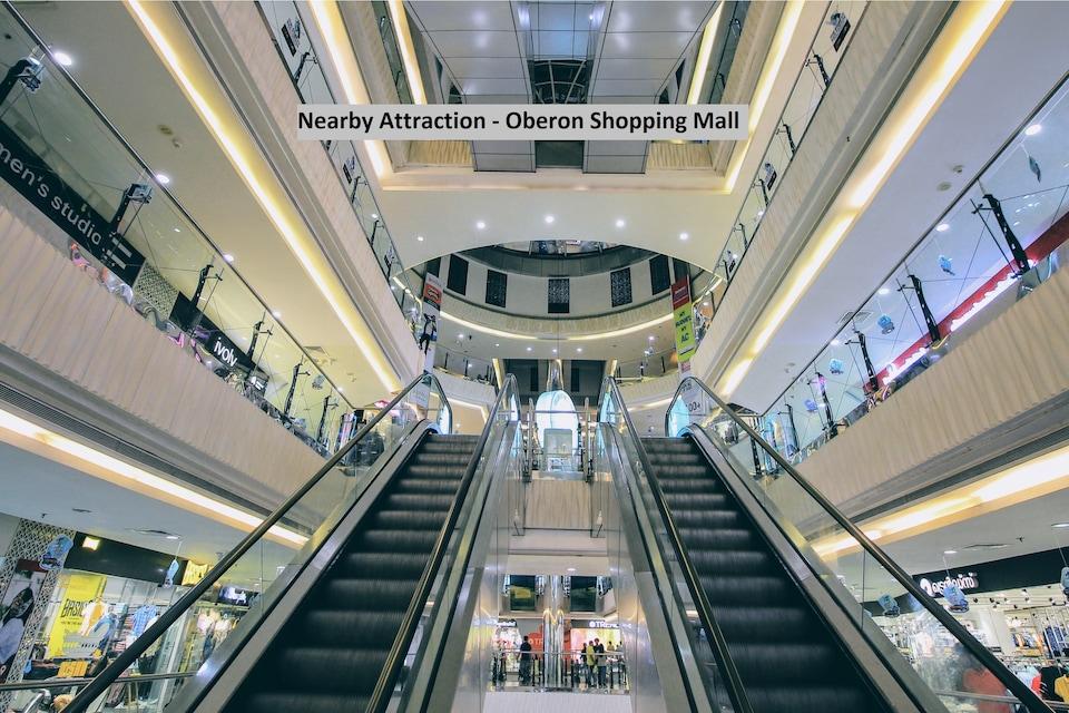 OYO 30657 Elegant Stay Near Lulu Mall