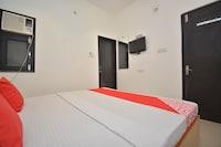 OYO 30695 Hotel Vinayak Inn Deluxe