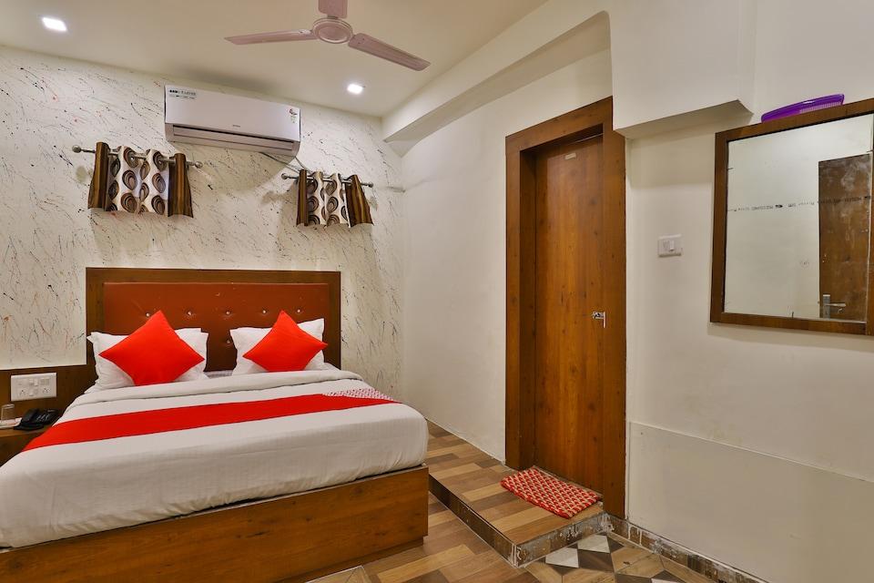OYO 30712 Hotel Surya