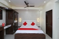 OYO 30849 Natraj Hotel