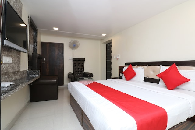 OYO 30884 Hotel Lr Regency