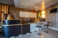 OYO 30923  Montana Crowne Residency Deluxe