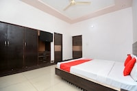 OYO 31031 Ds Royal Guest House Deluxe