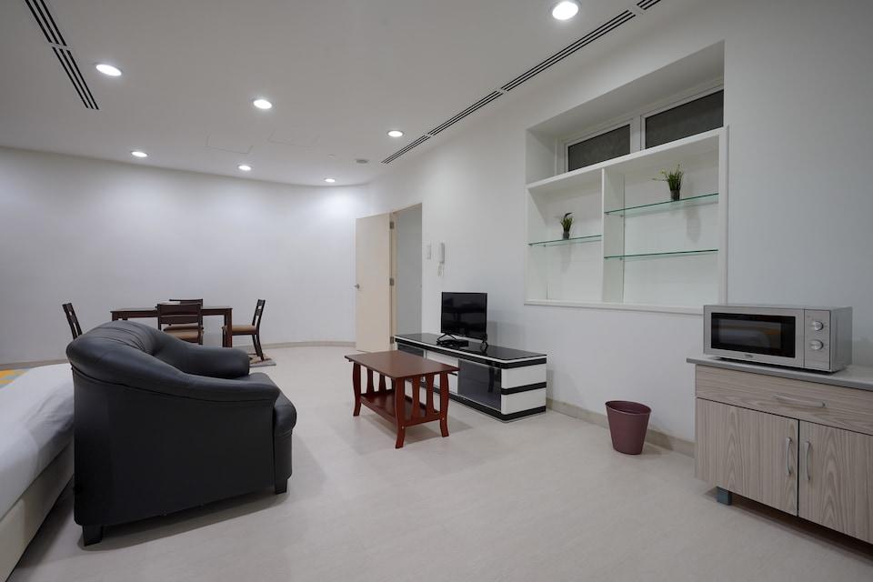 OYO Home 871 Elegant 1BR Binjai 8