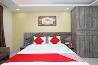 OYO 33355 La Rooms