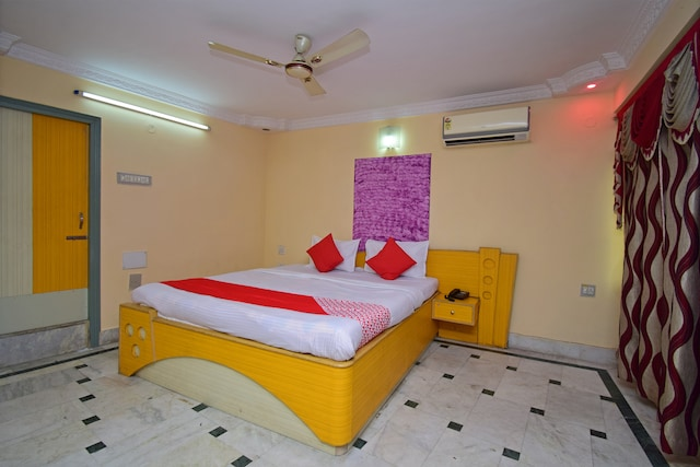 OYO 33453 Hotel Regal International